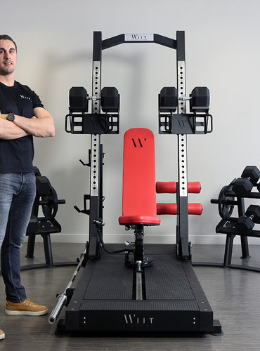 Bastien Adrillon et son appareil de musculation breveté. ©Agglo/V.Biard